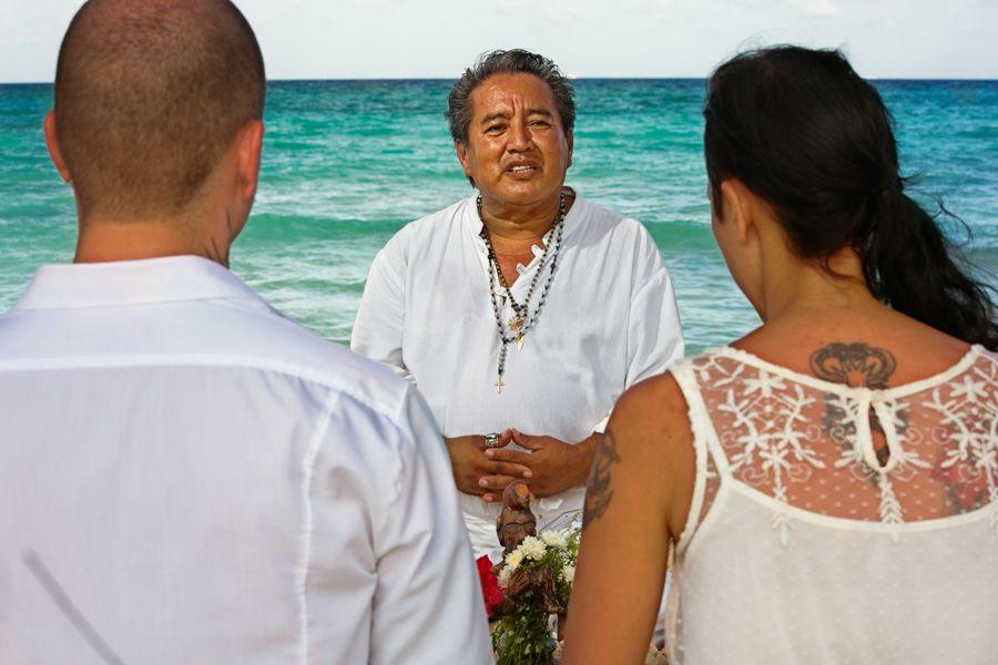 Die Zeremonie nach dem Maya-Ritus feiert die Verbindung des Menschen mit dem Universum.