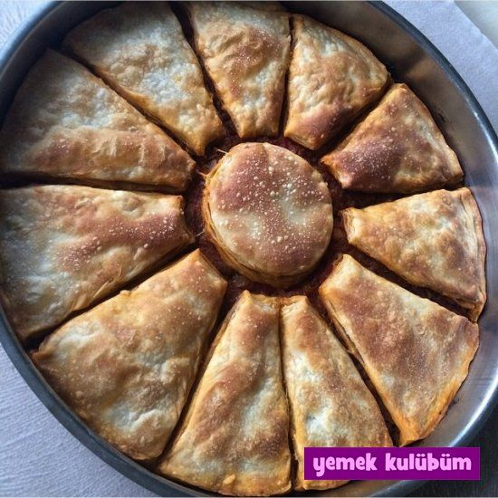 Kıymalı Arnavut Böreği Tarifi nasıl yapılır? Resimli Arnavut Böreği Tarifi anlatımı için tıklayın. Farklı börek tarifleri için börekler kategorimize göz atın.