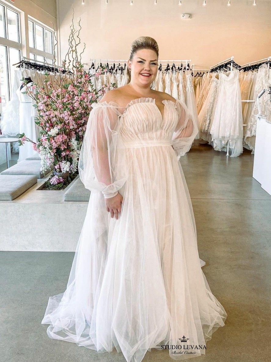 Princess Plus Size Tulle Wedding Gown With Balloon Sleeves Tamia By Studio Levana Plus Size Wedding Gowns Plus Wedding Dresses Couture Wedding Gowns [ 1182 x 887 Pixel ]
