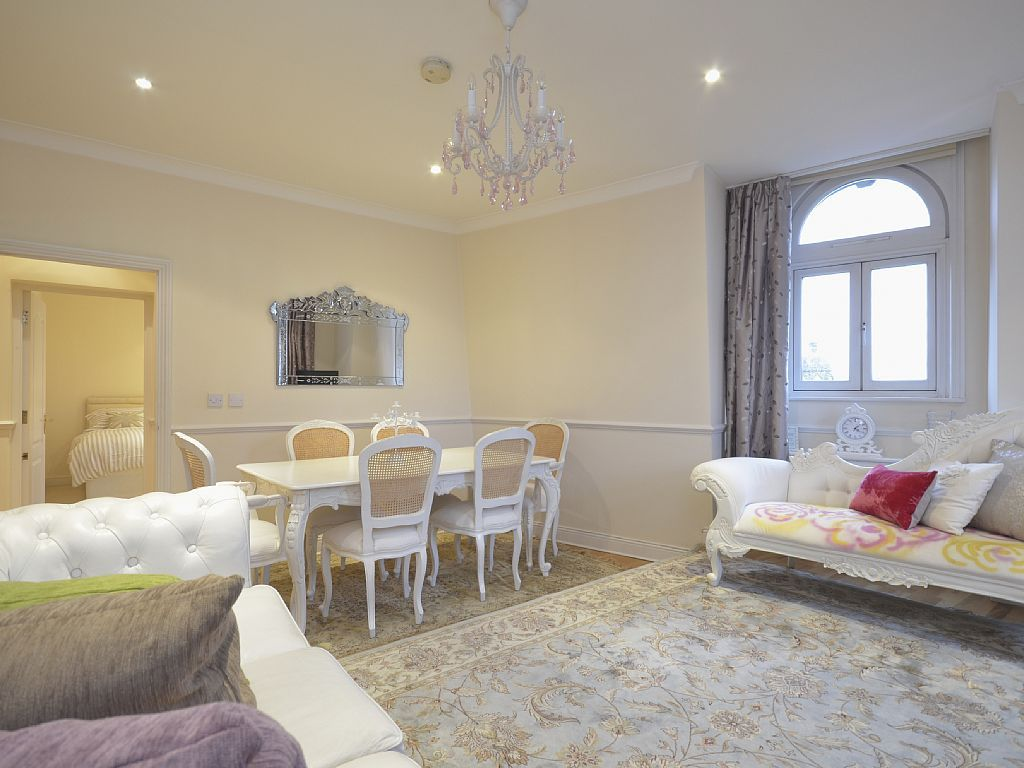 Vrbo Com 675554 Usd 2 Bedroom 2 Bath In Leicester Square Near Theater And Restaurants Modern Bedroom Design Bedroom Design Modern Bedroom