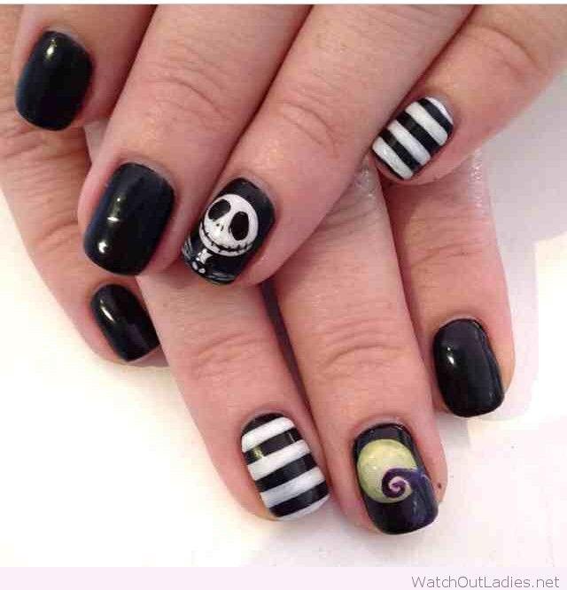 Halloween nails in black and white   watchoutladies.net   Pinterest ...
