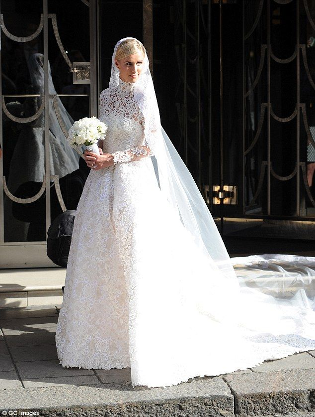 Nicky Hilton S 75 000 Wedding Gown Mimics The Style Of Royal