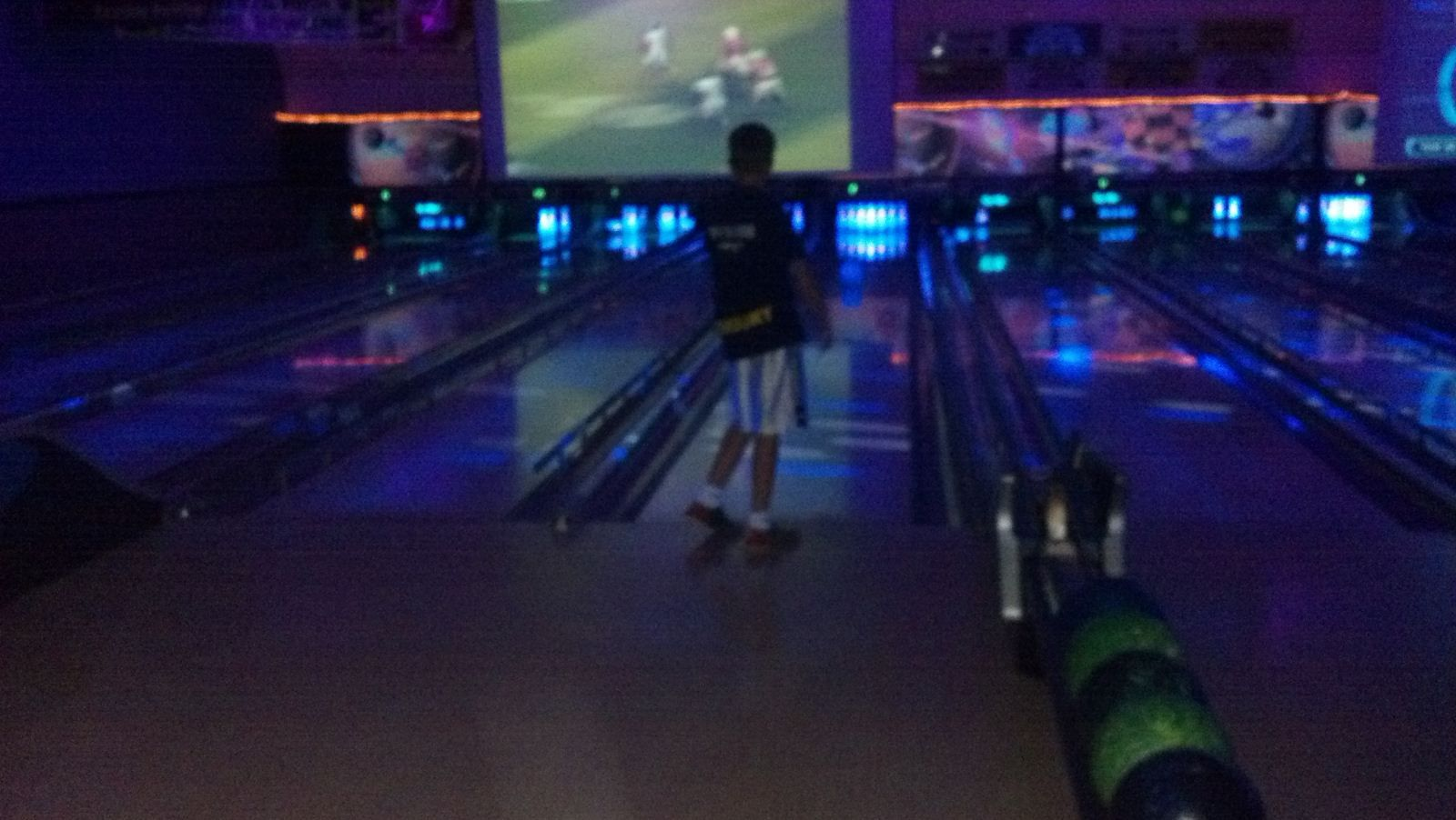 Go Bowling At Chelsea Lanes In Chelsea Michigan Summer Fun Michigan Small Towns