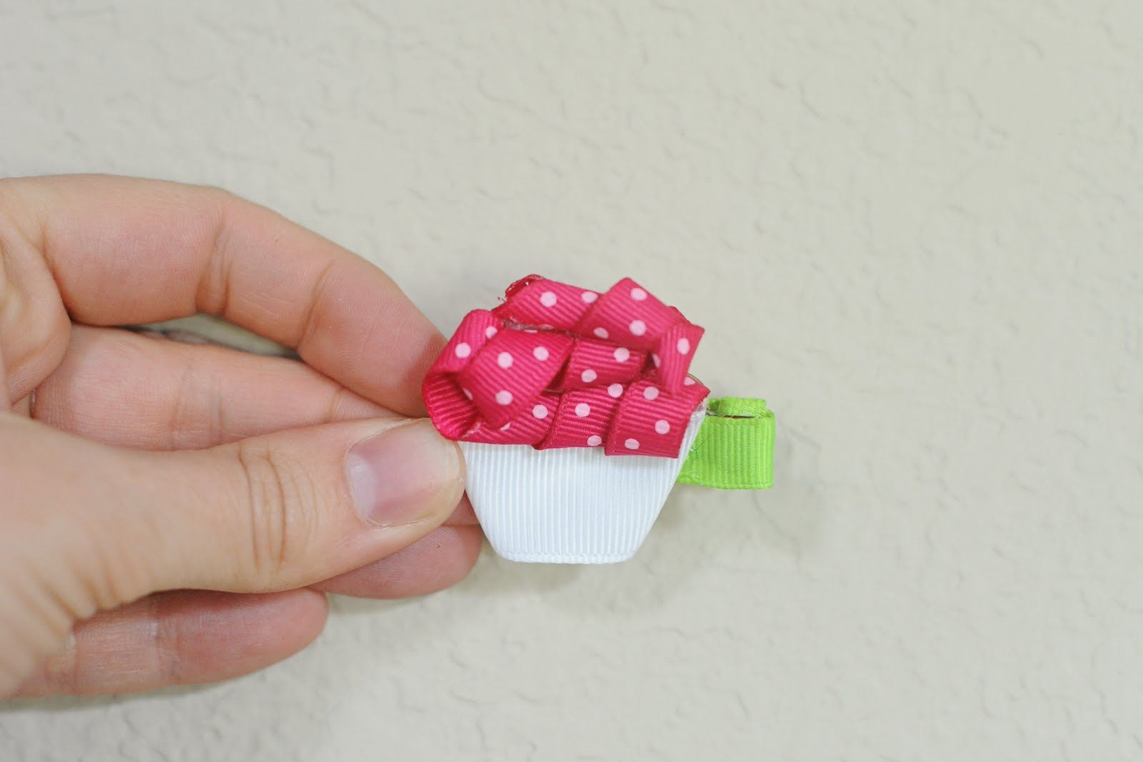 Frankly Speaking Too: iLoveToCreate: Cupcake Ribbon Sculpture clip