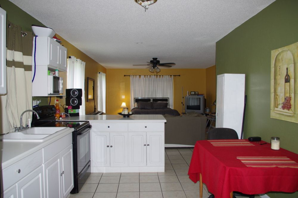 Full motherinlaw suite with kitchenbedrmbath on 1st