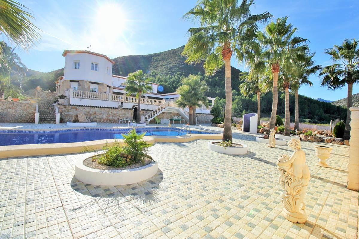 6 Bedroom Finca In Jalon This Beautiful Finca Has Been Built On A Sunny Plot Of 12 000 M2 Surrounded By Lemon Orange And House Styles Property Swimming Pools