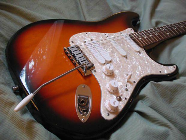 fender american stratocaster plus deluxe ultra tone 1991 fender american stratocaster plus deluxe customized to ultra 3 tone sunburst