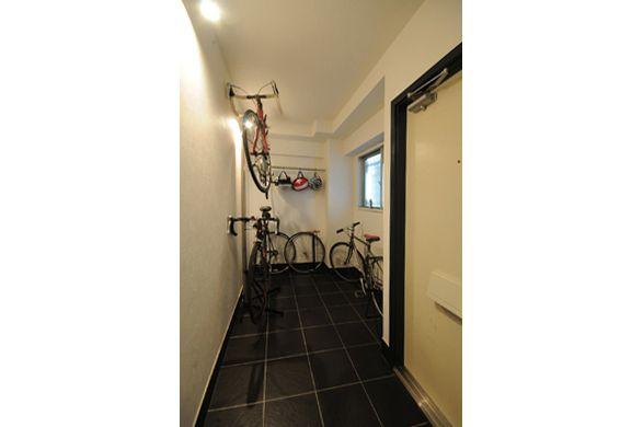 玄関土間には自転車を置けます