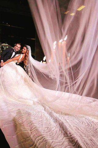 صور عرائس لبنانيات خطفن الأنظار بأفخم طرح الزفاف على الإطلاق Wedding Dresses Dresses Fashion