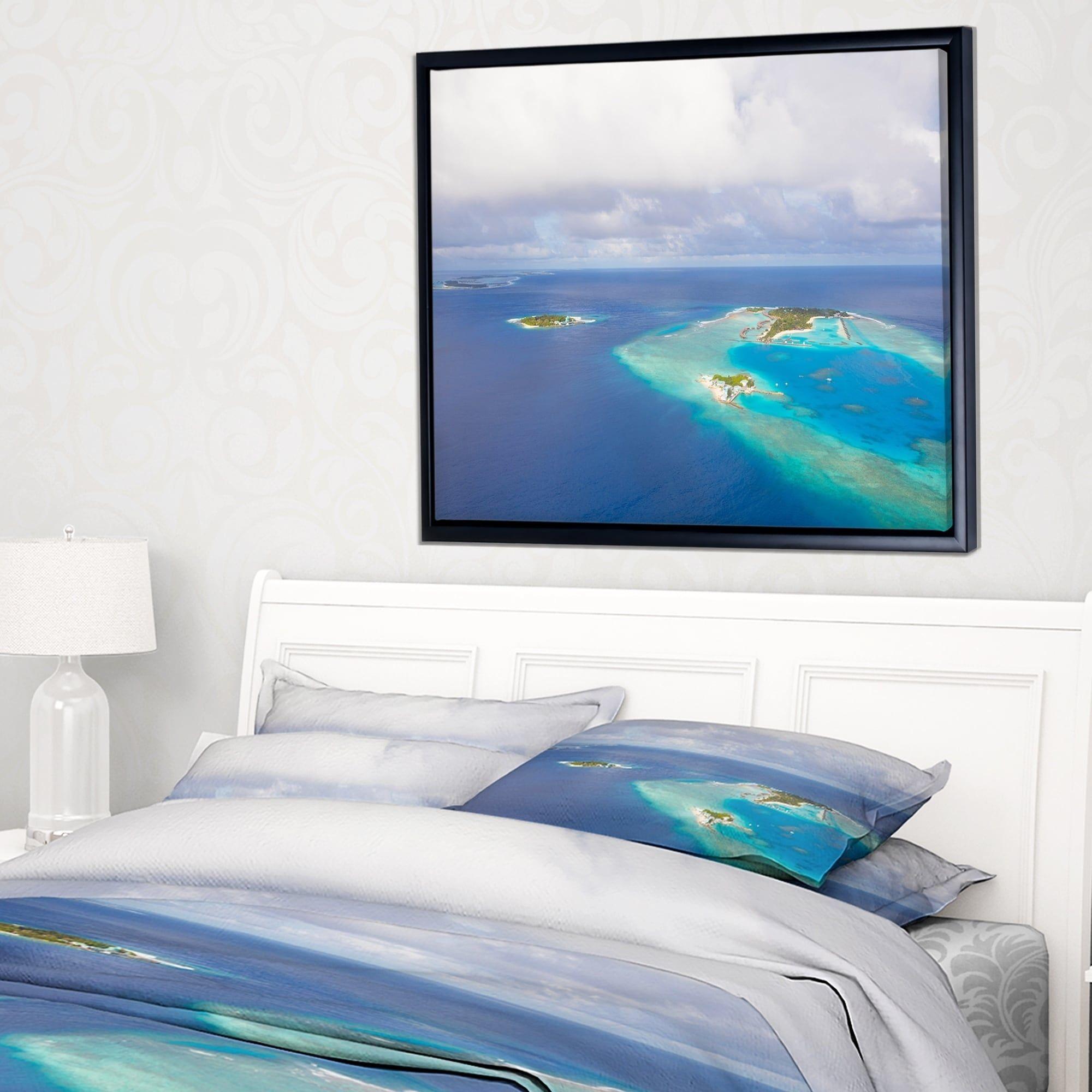 DESIGN ART Designart \'Aerial View of Maldives Island\' Modern ...