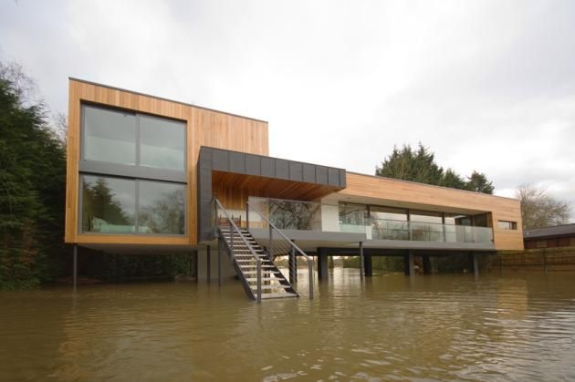 Elevated Hind House in England Sits In The Water By John Pardey