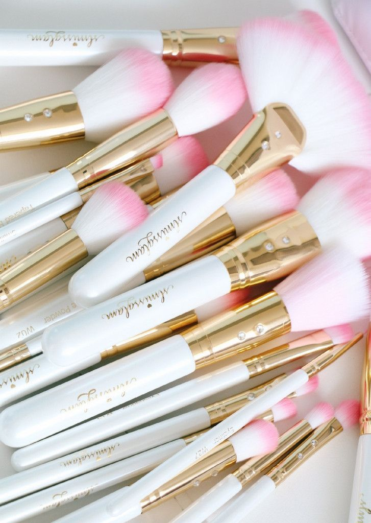 rose gold and white makeup brushes. add some glam to your beauty routine! the white glam brush book is perfect rose gold and makeup brushes