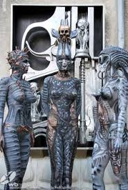hr giger bodypaint Google Search en 2020 Pintura