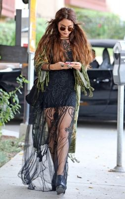 2013 > HEADING TO NINE ZERO ONE HAIR STUDIO IN WEST HOLLYWOOD