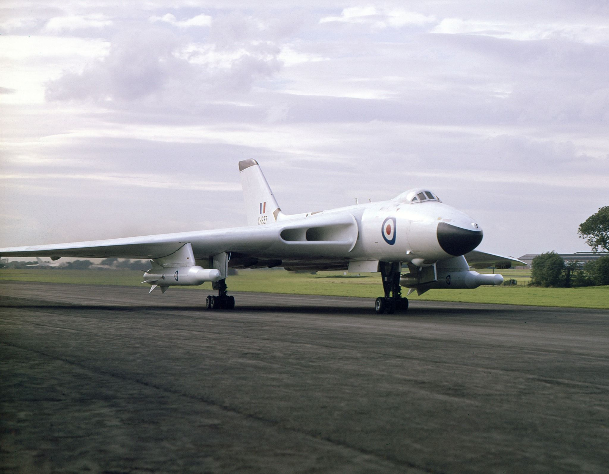 Avro Vulcan B.Mk2 XH537 with Skybolt missiles taken on 29th June ...