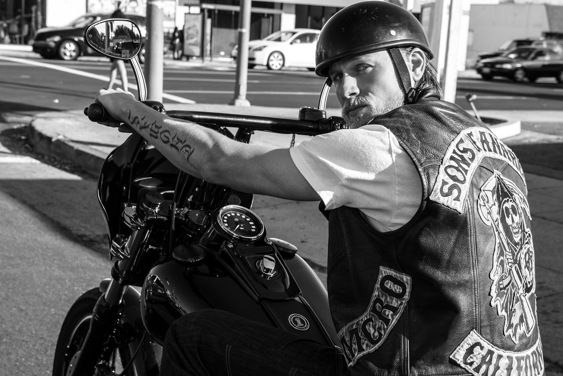 Charlie Hunnam - Sons of Anarchy Photoshoot | Riding ...