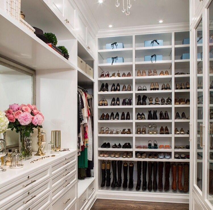 Lindo closet