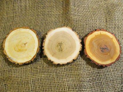 Купить или заказать спил дерева в интернет-магазине на Ярмарке Мастеров. спил дерева, диаметром 9-10 см.. на фото 1 представлены спилы отшлифованные и пропитанные горячим маслом. на последней фотке представлены 3 спила. слева не шлифованный, в середине шлифованный, справа шлифованный и пропитанный маслом. стоимость спила- 90р. шлифованного -120р шлифованного и пропитанного маслом- 150р. спилы очень красивые. фотка не передает точно цвет(((( Смотрите другие спилы в…