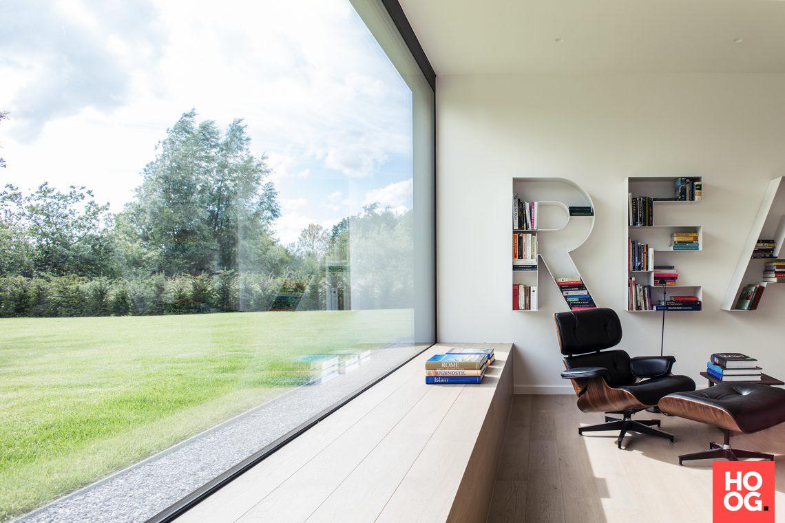 Modern interieur met zicht op tuin huis house