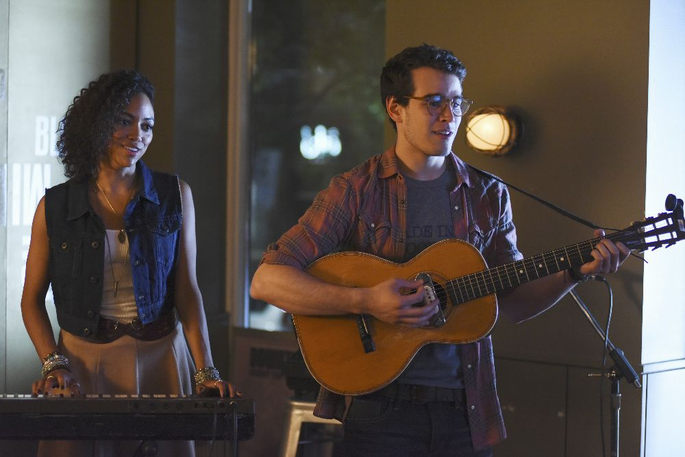 "Simon and Maureen at Java Jones.  Shadowhunters 1x01 ""The Mortal Cup"""