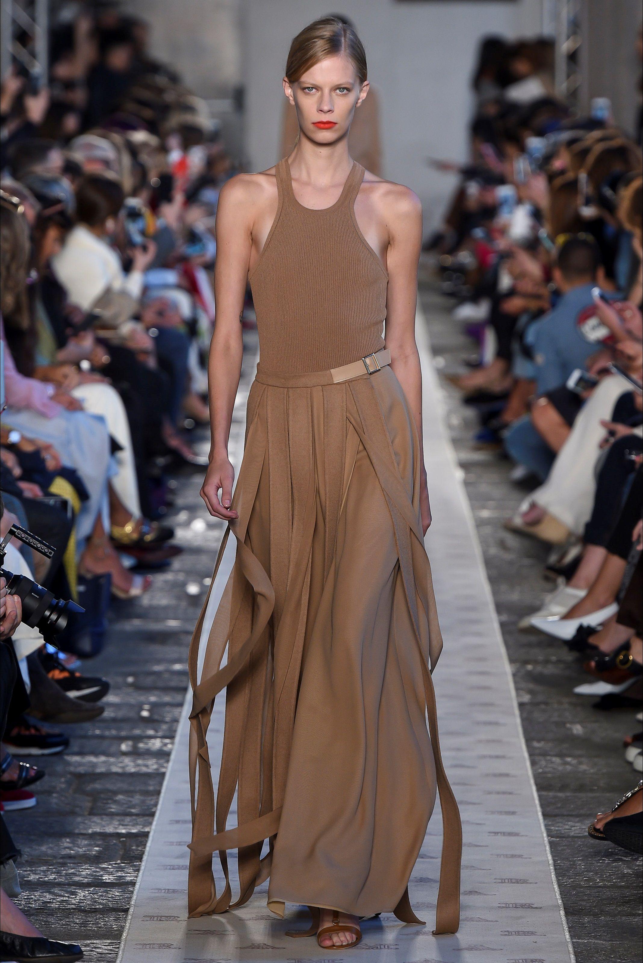 Sfilata Max Mara Milano - Collezioni Primavera Estate 2018 - Vogue ... 5087789a796