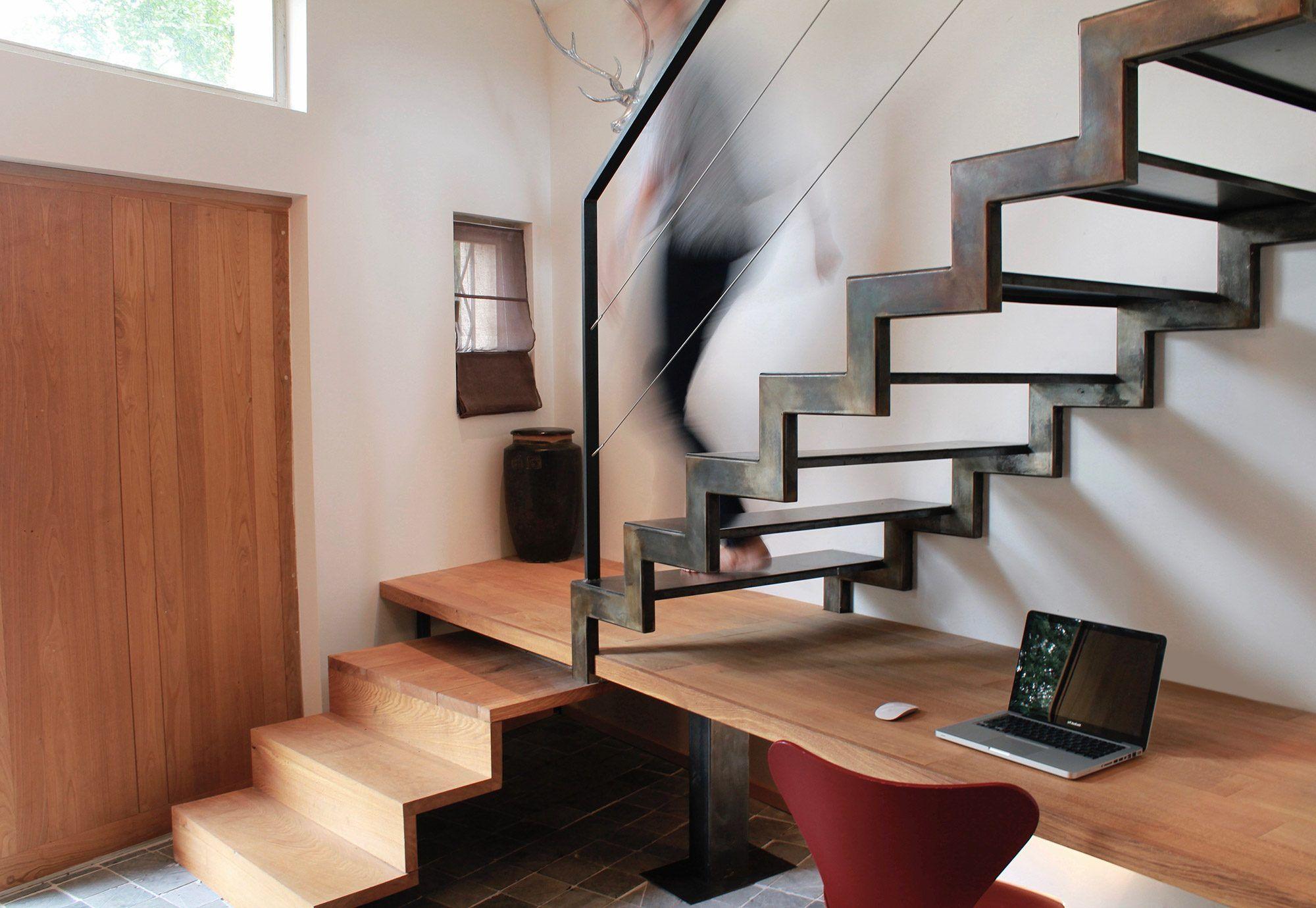 Escalier avec bureau métal et bois à crémaillère création sur