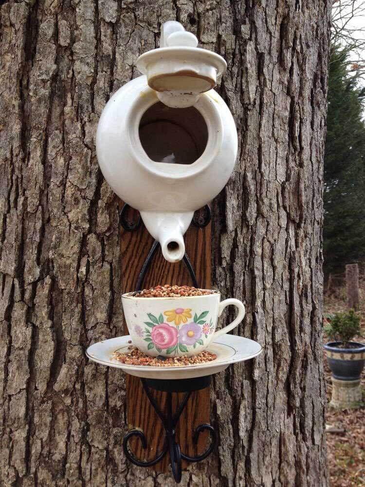 Photo of Upcycled Tea Set Vogelhäuschen