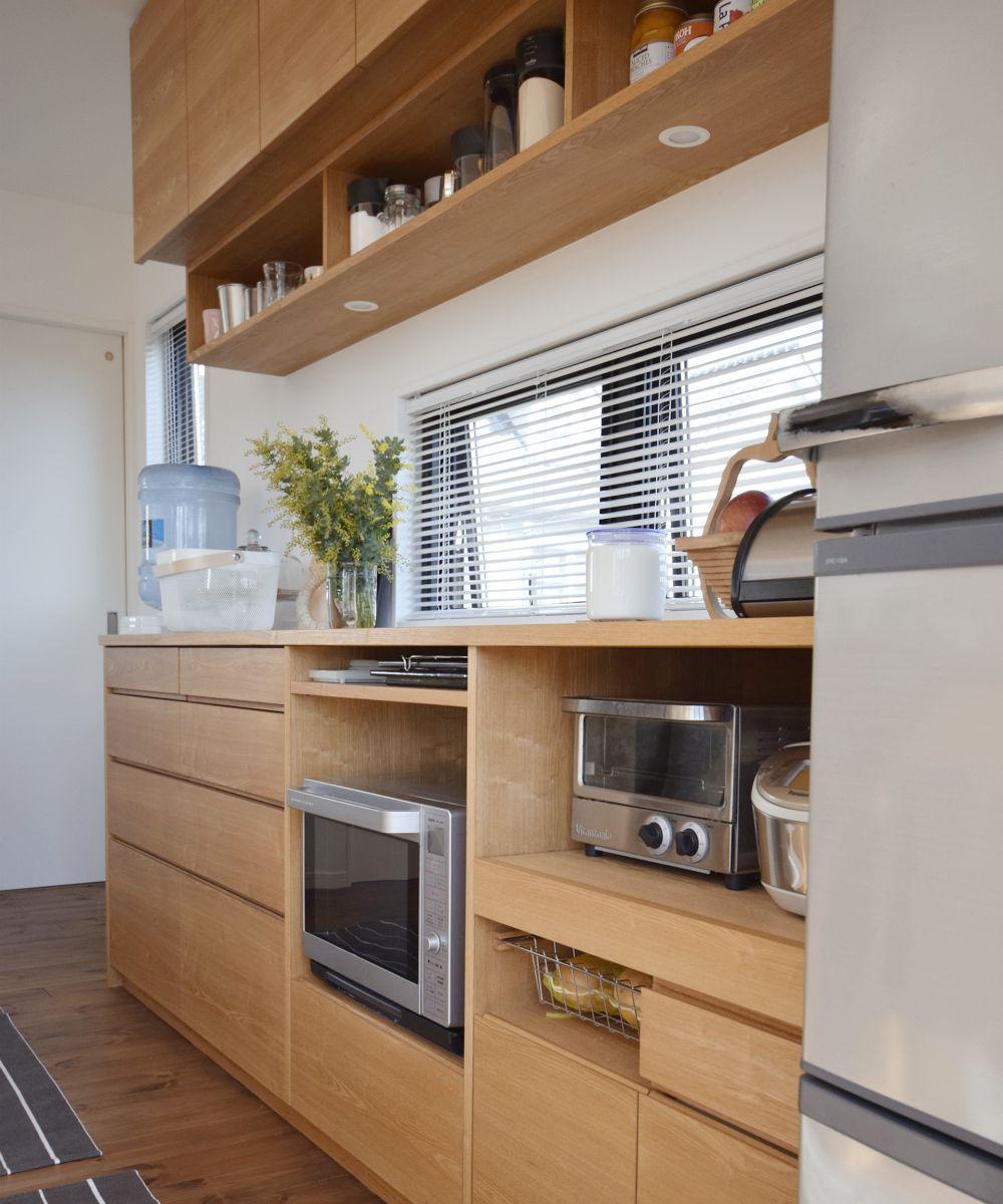 タモとステンレスのペニンシュラキッチンと食器棚 ペニンシュラ