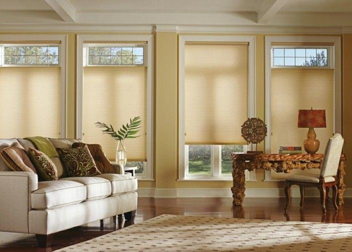plissees beige heller teppich wohnzimmer weißes sofa dekokissen - deko einrichtung ideen beige