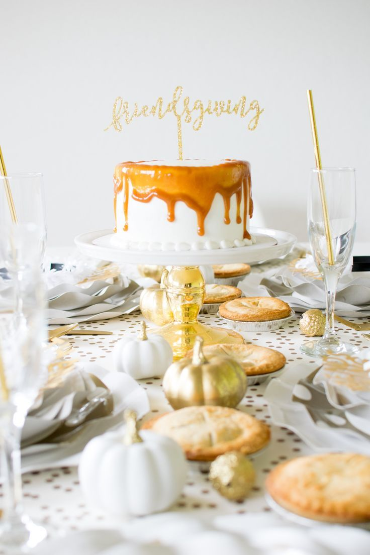 Set up Fabulous Friendsgiving Fall Tablescape to celebrate Thanksgiving