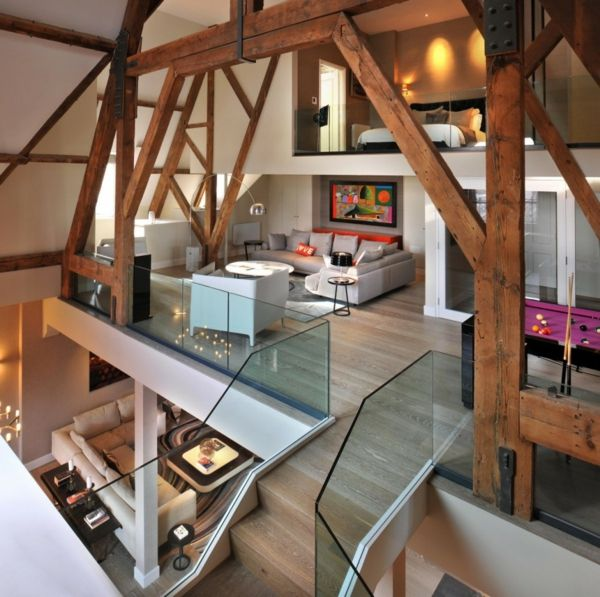 Kreatives Umbauen Einer Penthouse Wohnung Viele Holz Balken.