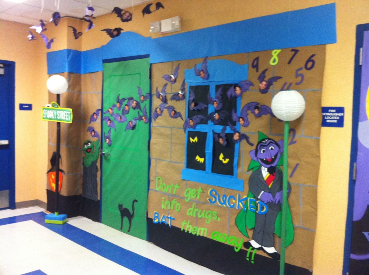 Halloween classroom decorations - Halloween Door Decoration