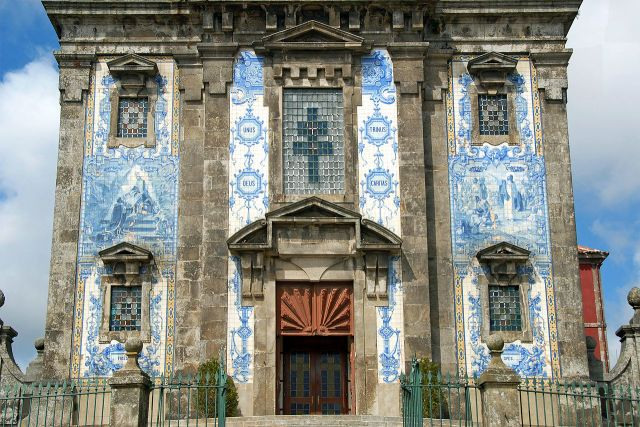 The Igreja de Santo Ildefonso (Church of Saint Ildefonso), Porto, Portugal, completed in 1739. 11,000 azulejo tiles were added to the façade by Jorge Colaço in 1932.