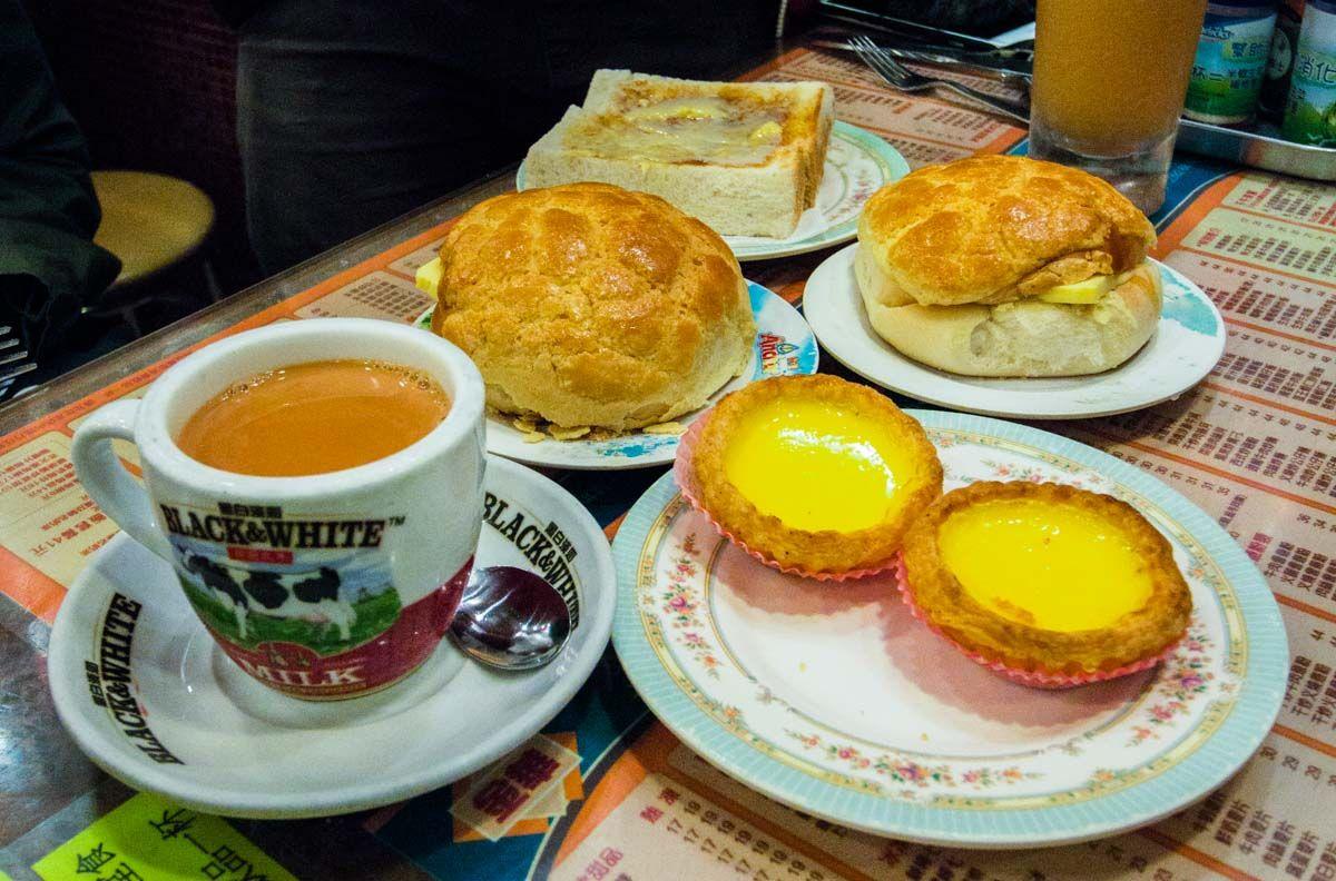 Traditional Hong Kong Breakfast Food At Kam Wah Cafe And Bakery Hong Kong Food Guide Halal Recipes Food Food Guide