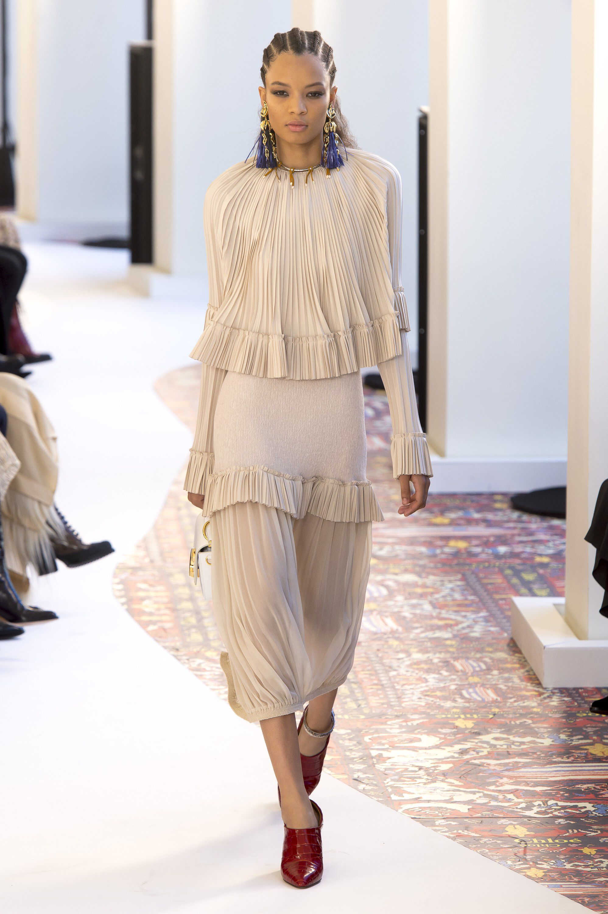 5de240c723 Chloé Spring 2019 Ready-to-Wear Fashion Show Collection: See the ...