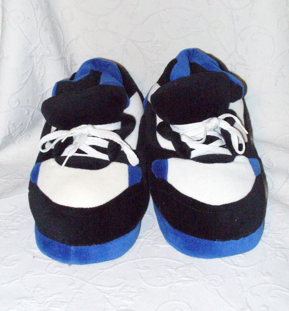 Happy feet blueblack and white polyester sneaker slippers