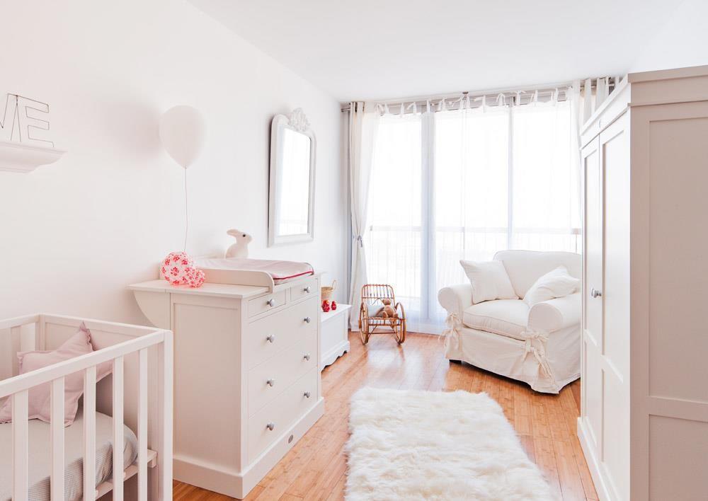 Baby room all white   Chambre de bébé entièrement blanche   Bedroom ...