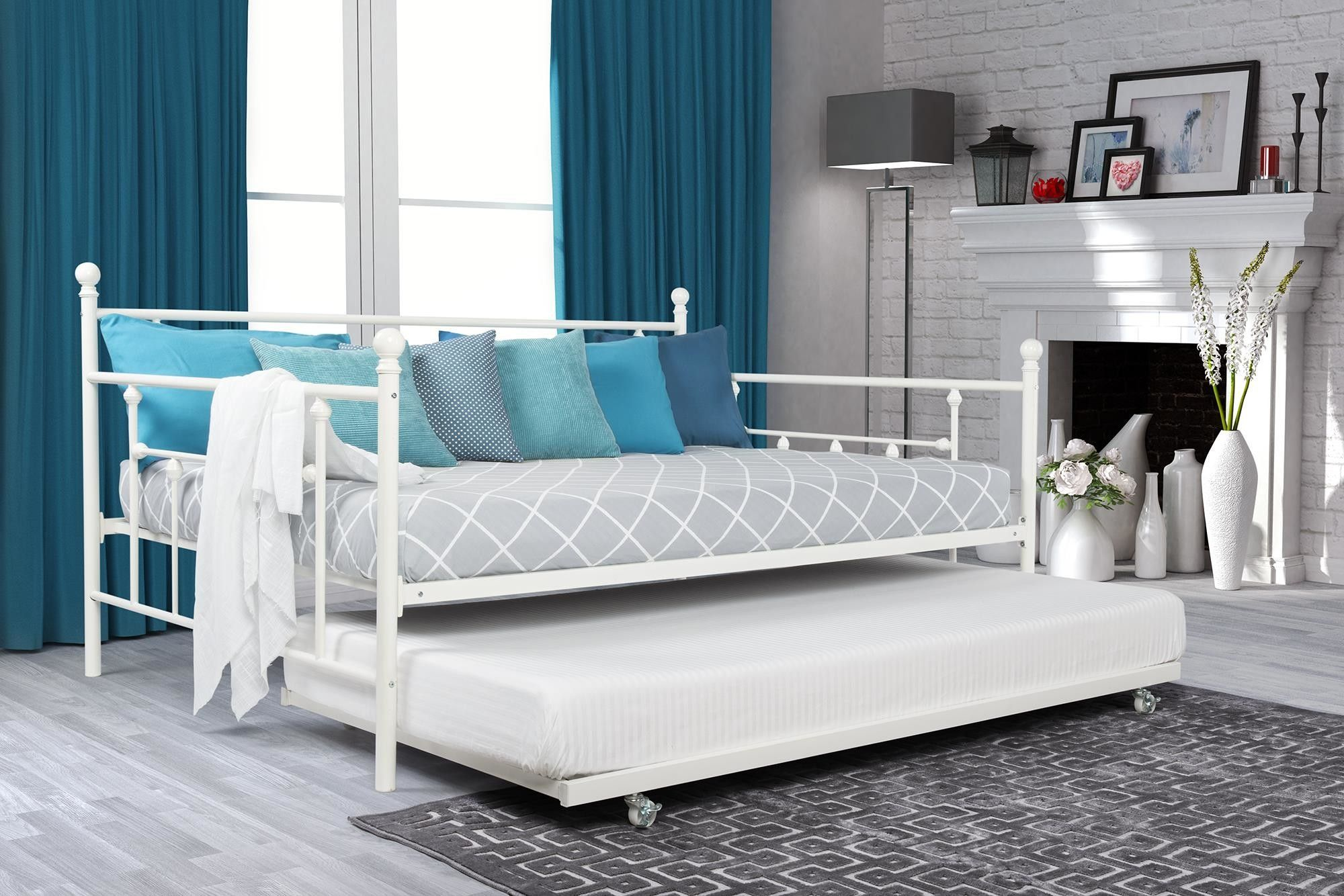 Features Designed to fit one full size mattress and one