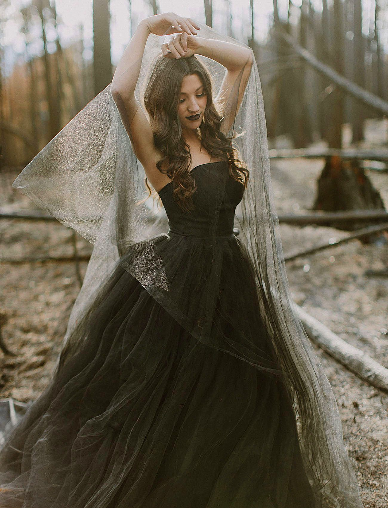 Tis The Season Halloween Weddings And The Black Wedding Dress Have Gone Up 217 In Gothic Wedding Dress Halloween Wedding Dresses Tulle Skirt Wedding Dress