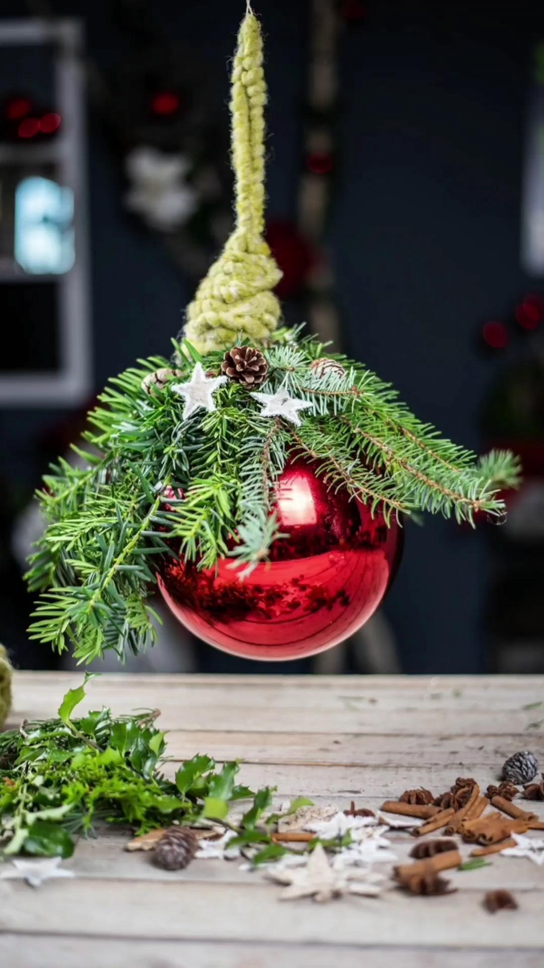 Weihnachtskugel natürlich dekorieren für die perfekte Aussendeko | Dekoideen für Draussen