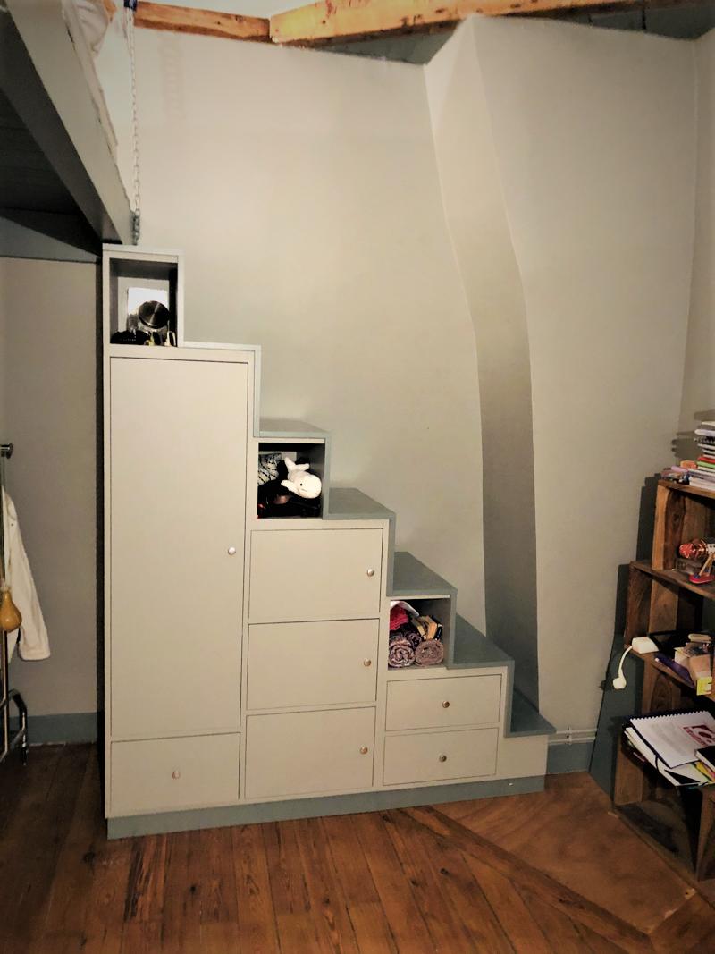 petit meuble escalier avec portes