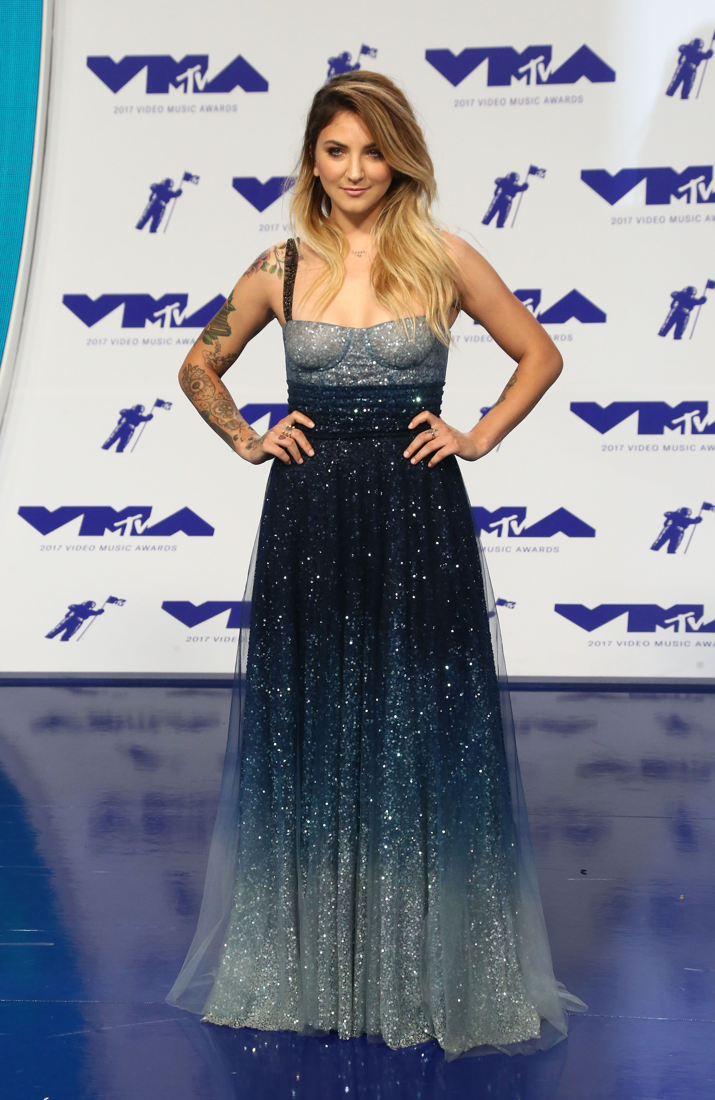 See all the looks from the mtv vmas red carpet big night red