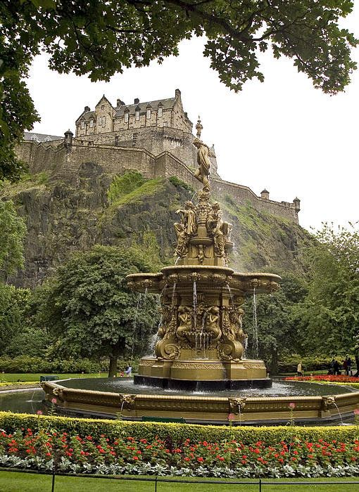 Edinburgh Castle Fountain Art Print by Eric Long