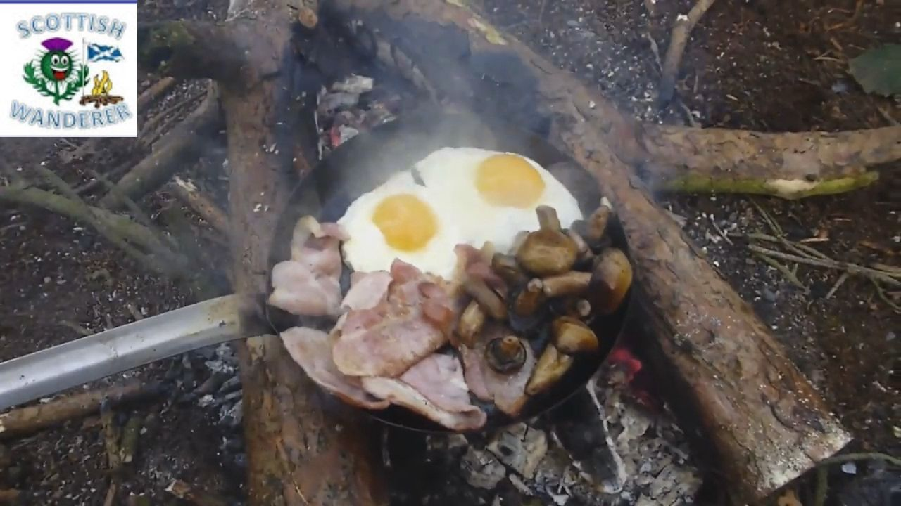 Bushcraft Breakfast scotland Campfire Cooking Bacon Eggs ...