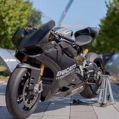 Beautiful Panigale! Photo Via:   @ZohSix01   Follow @DucatiGram #BikesWithoutLimits #BWL #Panigale