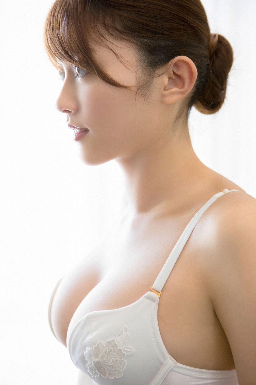 Mikie Hara Nude Photos 16