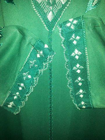 جلابة بالراندة باللون الأخضر من تصميم الأخت Samira Haouti مع الطرز Couture