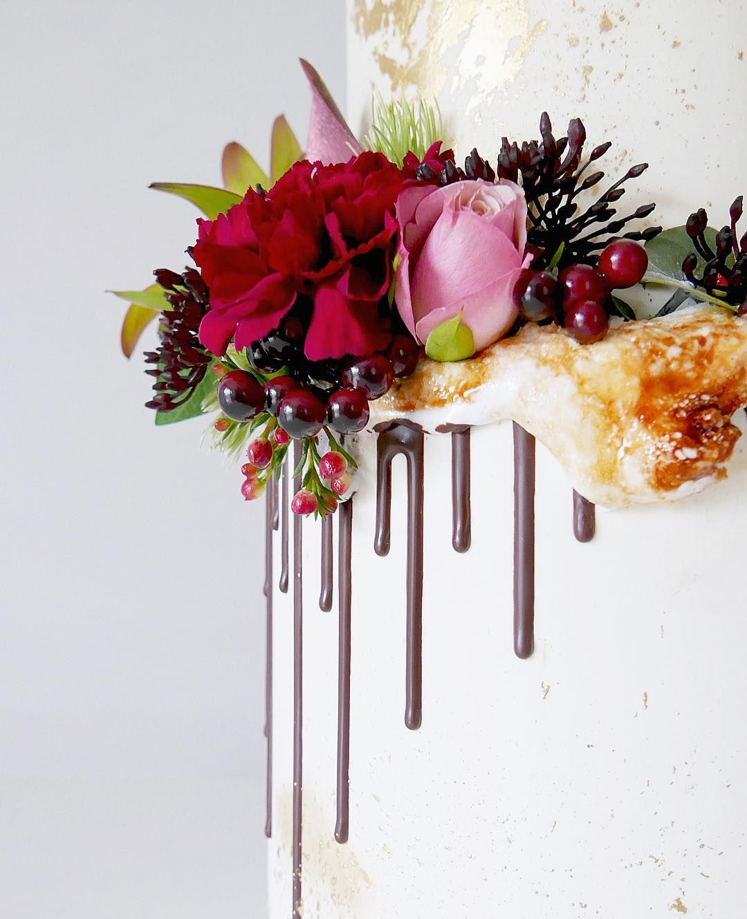 Close ups toasted marshmallow fresh and silk flowers chocolate close ups toasted marshmallow fresh and silk flowers chocolate drip and a whole lotta gold cake flavours were choc cherry ripe butterscotch and mightylinksfo