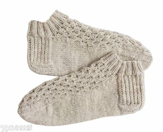 Neulotut sukkaset - tässä vielä mallipiirroksella ja selityksillä täydennetty ohje.