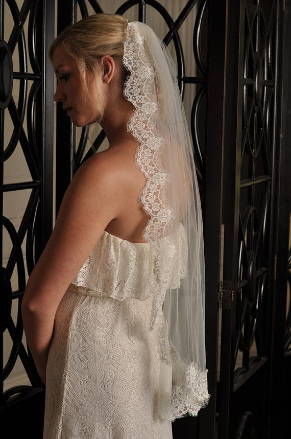 Ivory Lace Veil Chantilly Lace Edge Wedding di SimplyBlueBridal